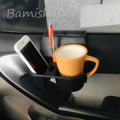 جا لیوانی و موبایل کنار شیشه خودرو